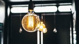 Jak obniżyć rachunki za prąd w mieszkaniu?